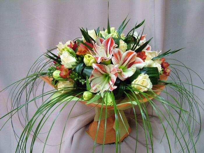 Оформление букета цветов из
