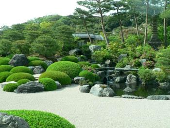 Японский декоративный сад камней как