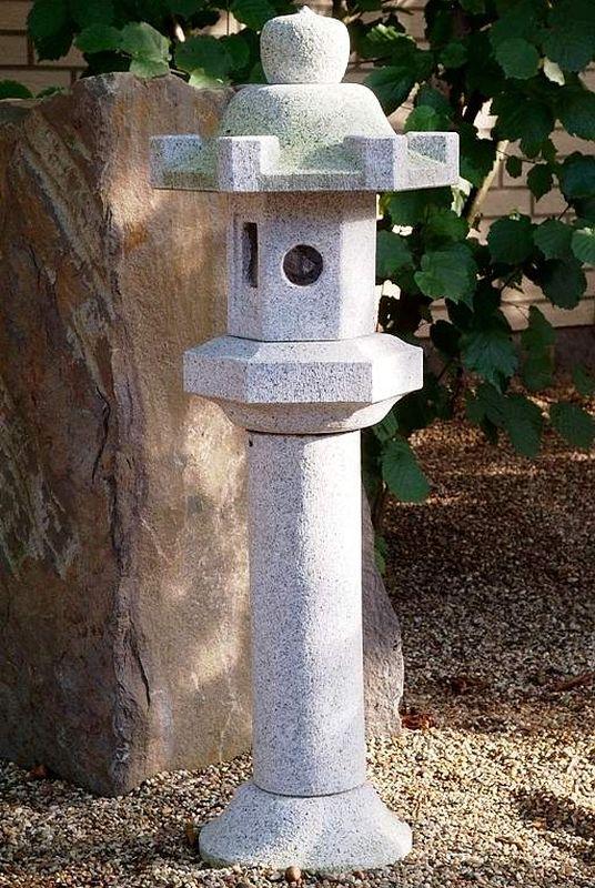 Каменные фонарики