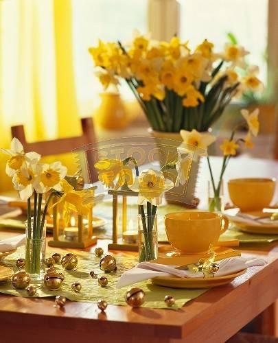 гиацинты, тюльпаны, герберы, розы, веточки форзиции, ландыши, фиалки создадут весеннюю ауру свежести и обновления...