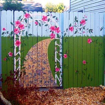 Как красиво оформить забор на даче?