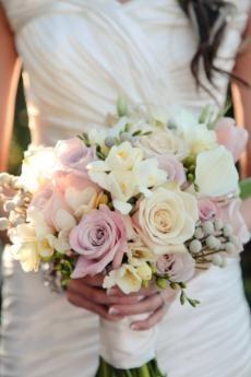 Светлые свадебные букеты